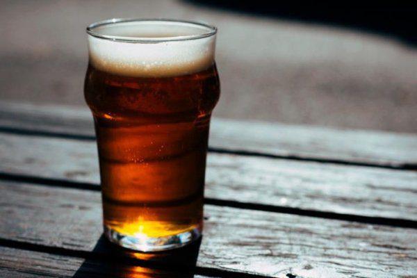 Tá afim de amargor? A cerveja artesanal IPA é para você!